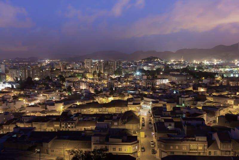 Cidade de Cartagena na noite, Espanha imagem de stock