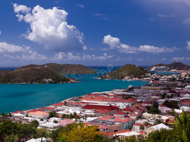 Cidade de Charlotte Amalie e porto imagem de stock royalty free