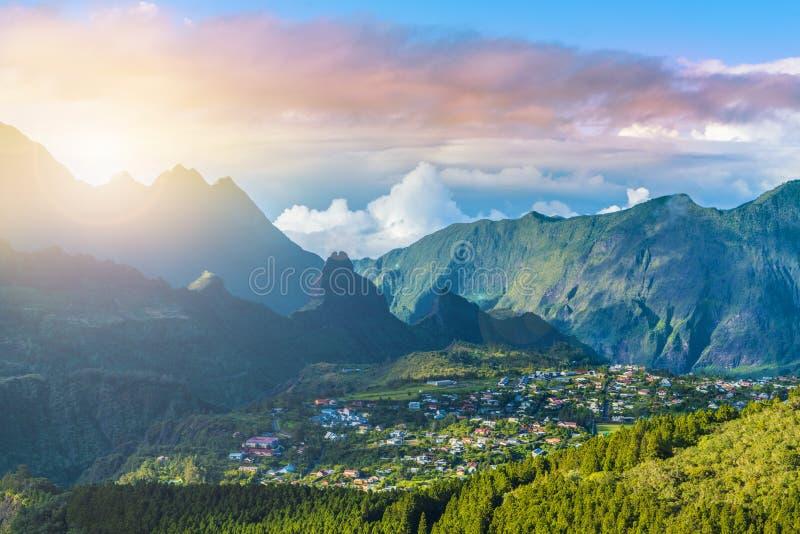 Cidade de Cilaos em Cirque de Cilaos, La Reunion Island imagens de stock royalty free