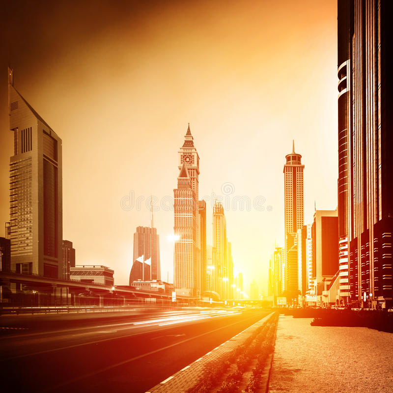 Cidade de Dubai no por do sol fotografia de stock royalty free