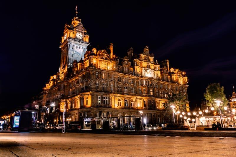 Cidade de Edimburgo e noite, tiros longos da exposição, Escócia Reino Unido imagens de stock royalty free