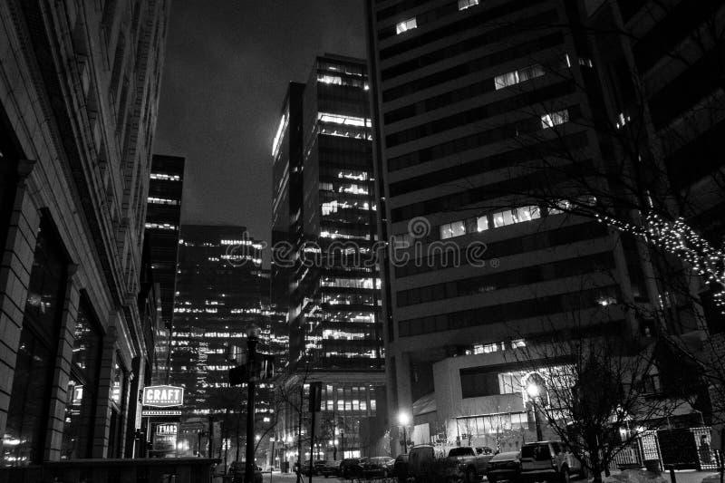 Cidade de Edmonton na noite imagem de stock