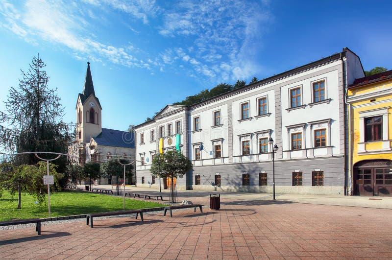 Cidade de Eslováquia Orava, quadrado em Dolny Kubin imagem de stock royalty free