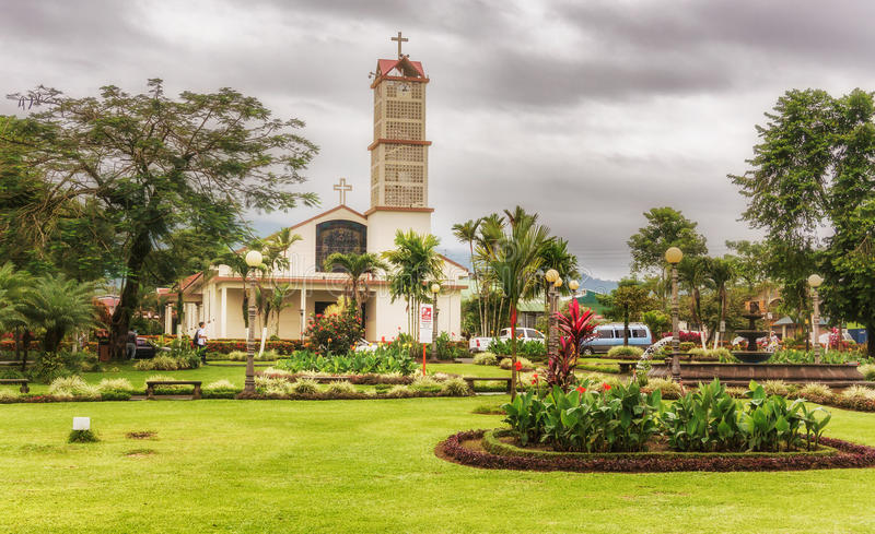Cidade de Fortuna do La e San Juan Bosco Catholic Church, Costa Rica, imagens de stock royalty free