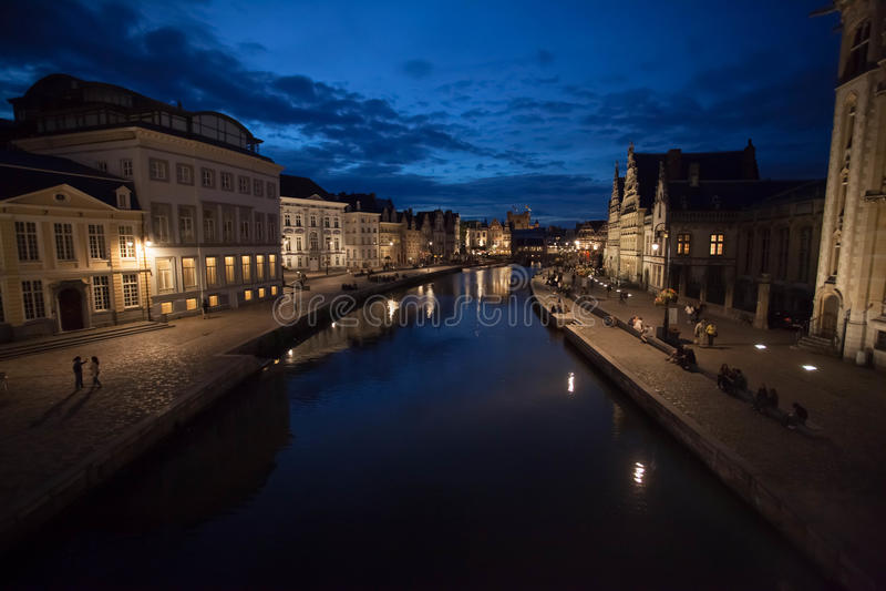 Cidade de Ghent, Bélgica, em a noite foto de stock