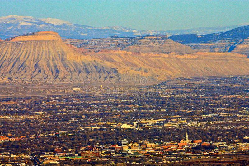 A cidade de Grand Junction da rocha da janela fotos de stock royalty free