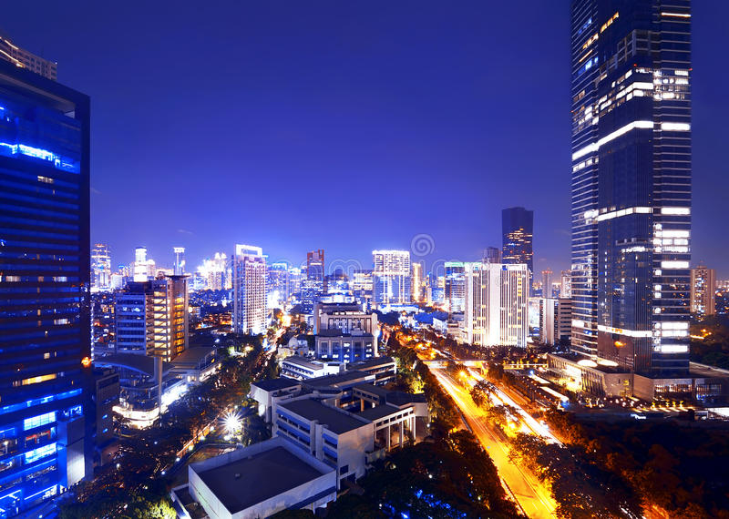 Cidade de Jakarta na noite fotografia de stock royalty free