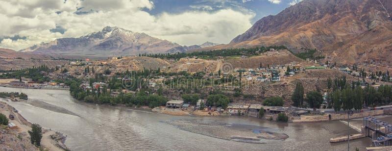 Cidade de Kargil entre a estrada de Srinagar Leh, região de Ladakh, Jammu e Caxemira, Índia fotos de stock royalty free