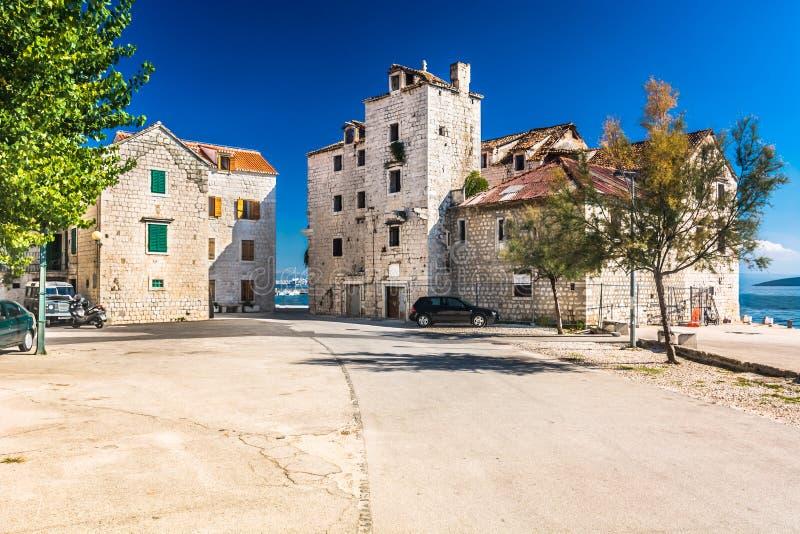 Cidade de Kastela no subúrbio da separação, Croácia imagem de stock royalty free