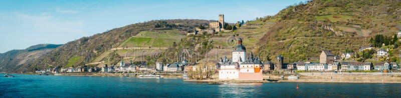 Cidade de Kaub no vale do Reno, Rheinland-Pfalz, Alemanha imagem de stock