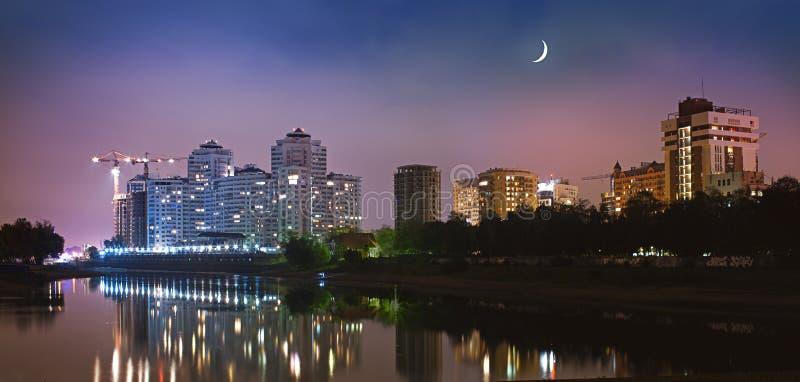 Cidade de Krasnodar na noite fotografia de stock