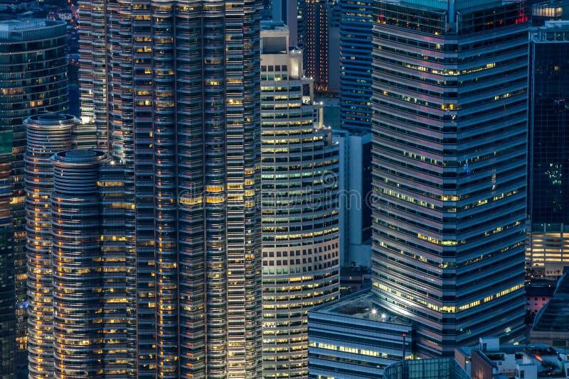 Cidade de Kuala Lumpur na noite fotografia de stock