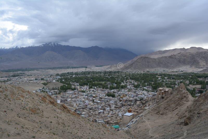 Cidade de Leh de Namgyal Tsemo Gompa imagem de stock