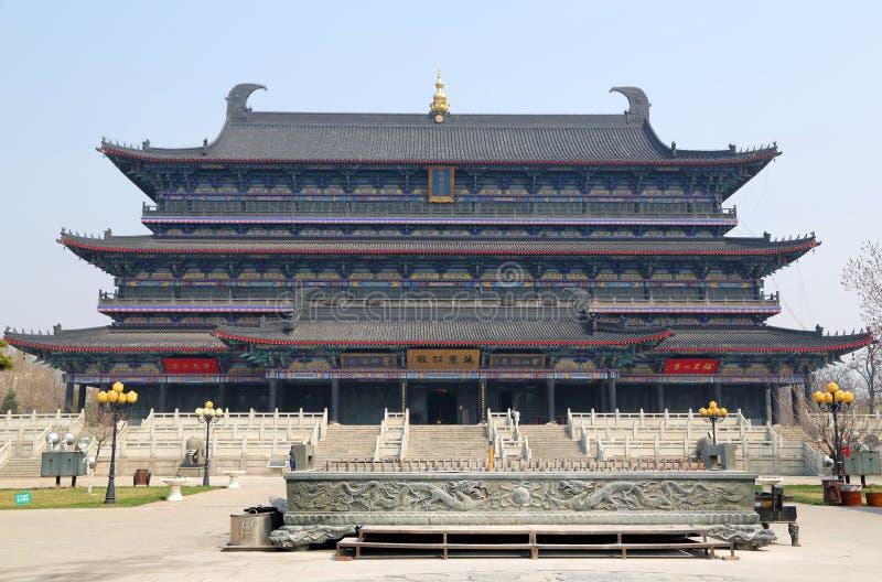 Cidade de Liaoyang larga no positivo principal de Ursa do templo budista fotos de stock