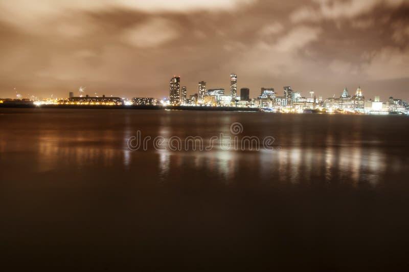 Cidade De Liverpool Inglaterra Na Noite E No Rio Mersey Com Fogos De Artificio Imagem De Stock Imagem De Mersey Fogos 35023209