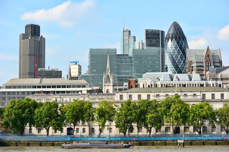 Cidade de Londres, através do rio Tamisa fotos de stock royalty free