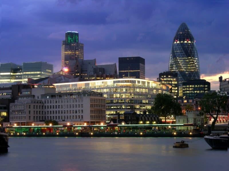 Cidade de Londres em a noite fotografia de stock royalty free