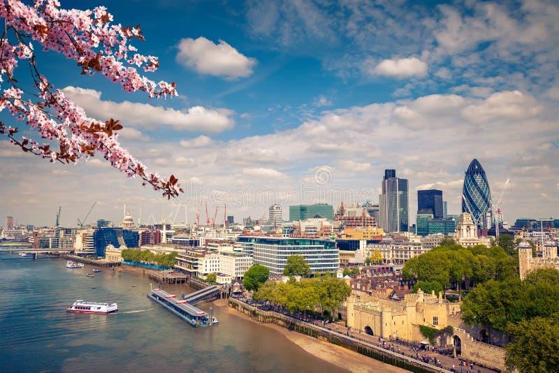 Cidade de Londres na mola fotografia de stock royalty free