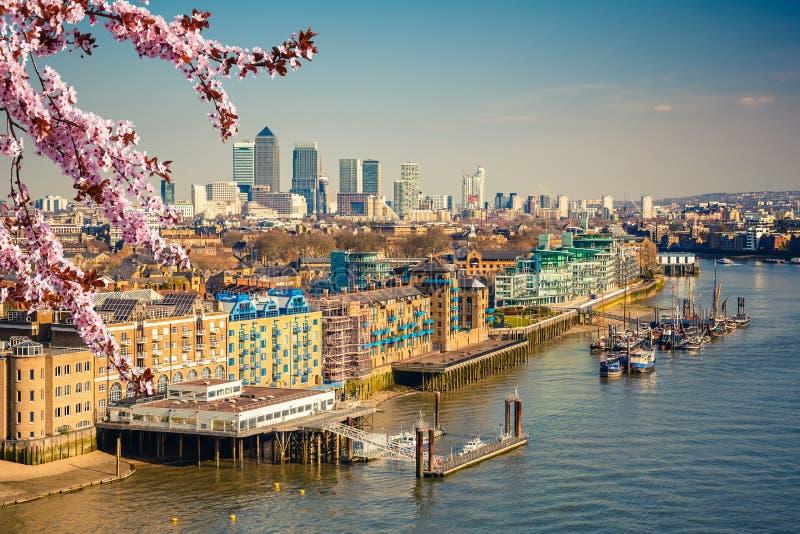 Cidade de Londres na mola foto de stock royalty free