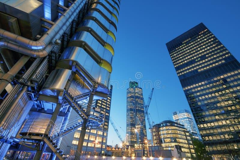 Cidade de Londres na noite imagem de stock royalty free