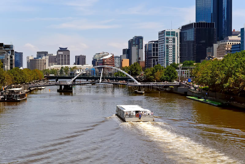 Cidade de Melbourne e rio de Yarra, Austrália foto de stock royalty free