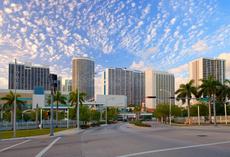Cidade de Miami Florida, panorama colorido do por do sol foto de stock