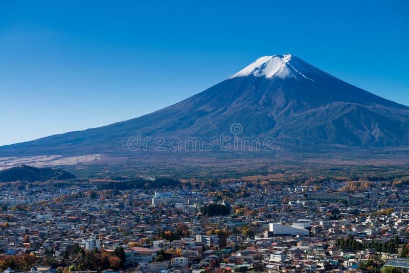 Cidade de Monte Fuji e de Fujiyoshida foto de stock royalty free