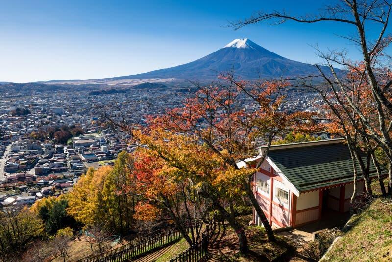 Cidade de Monte Fuji e de Fujiyoshida imagens de stock
