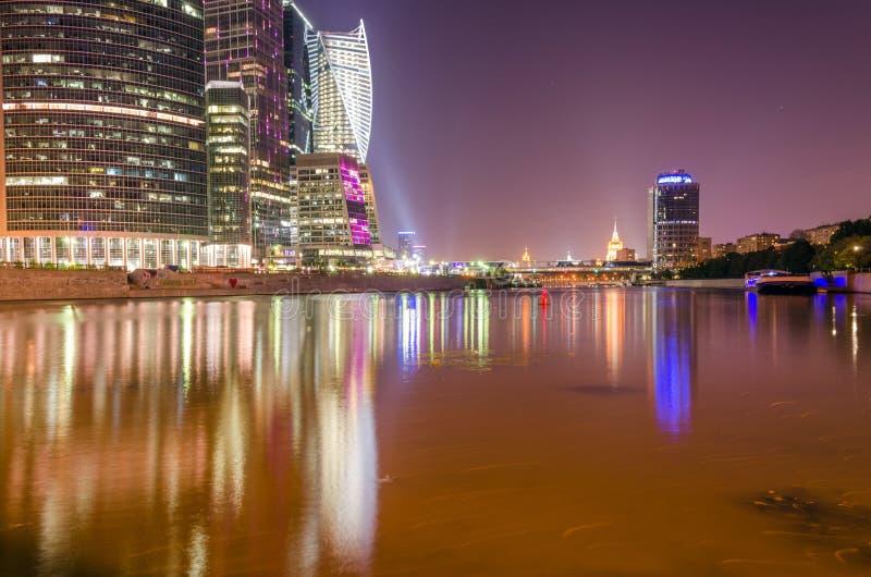 Cidade de Moscou da noite fotografia de stock royalty free