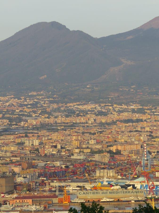 A cidade de Nápoles de cima de Napoli Italy foto de stock royalty free