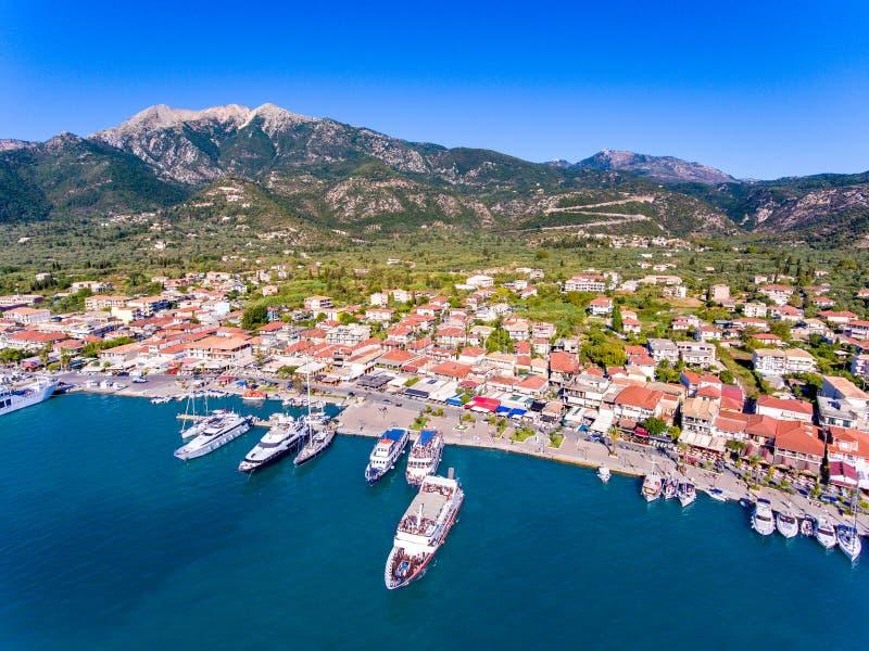 Cidade de Nidri na ilha Grécia de Lefkada, a segunda cidade a mais grande imagem de stock
