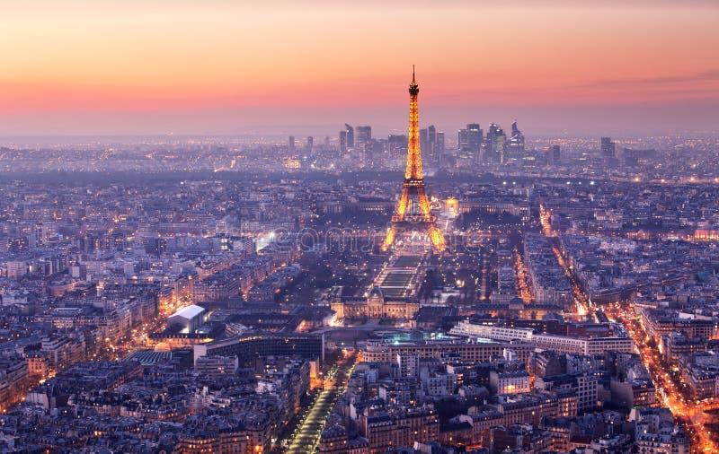 Cidade de Paris com a torre Eiffel no crepúsculo, cityspace imagem de stock