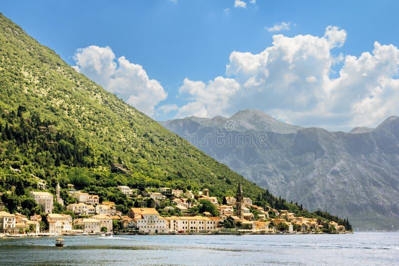 Cidade de Perast na baía de Kotor montenegro foto de stock royalty free