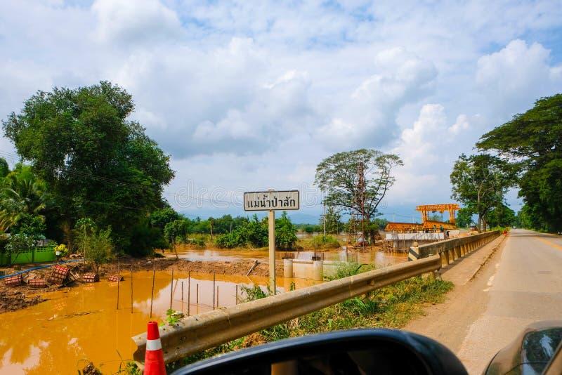 Cidade de Prechabrun, Tailândia 10 de outubro de 2017: com o hur do construtor imagens de stock