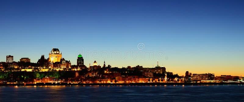 Cidade de Quebec na noite imagens de stock