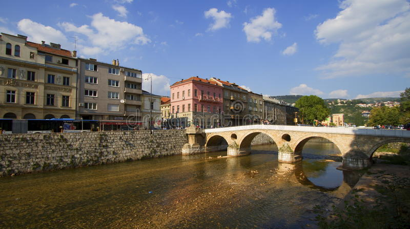 Cidade de Sarajevo, capital de Bósnia e Herzegovina fotografia de stock