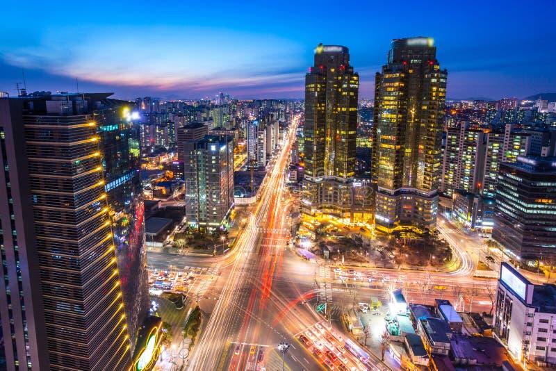 Cidade de Seoul com arranha-céus e interseção em Seoul do centro, Coreia do Sul imagens de stock royalty free