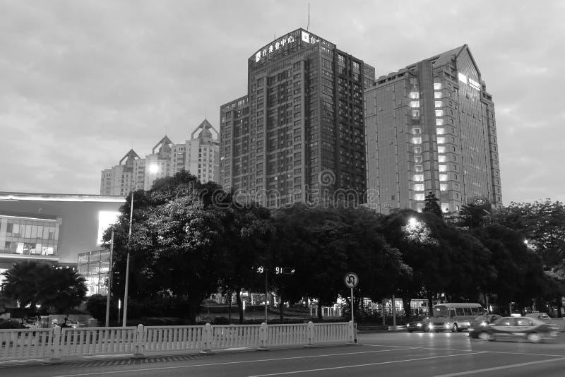 Download Cidade De Shenzhen Na Imagem Preto E Branco Do Crepúsculo Fotografia Editorial - Imagem de china, confortável: 80101597