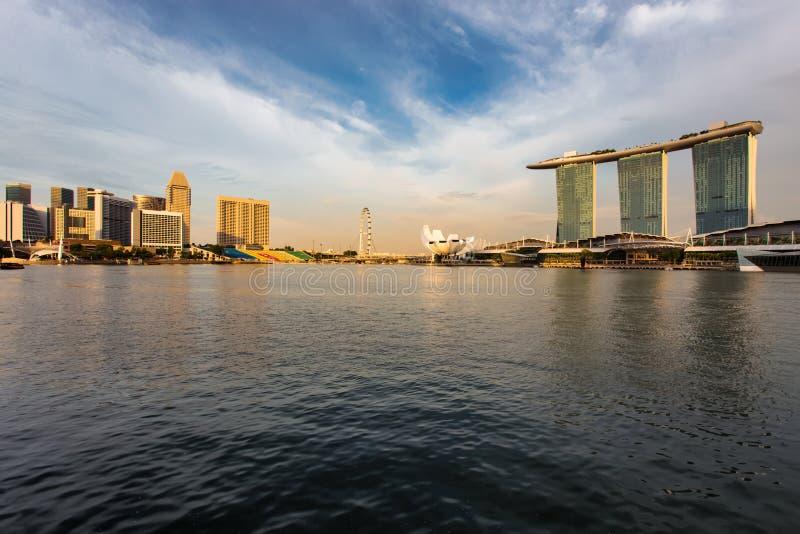 Cidade de Singapura no por do sol imagens de stock