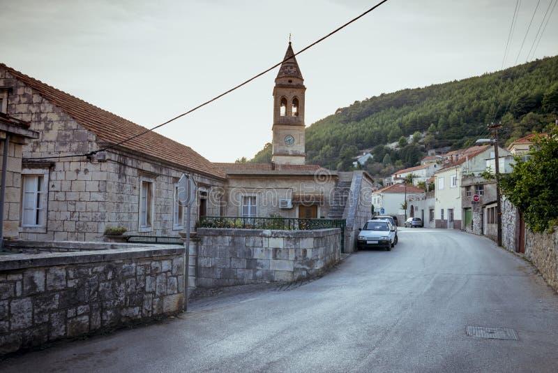 Cidade de Smokvica na opinião regional da ilha de Korcula, Croácia fotos de stock