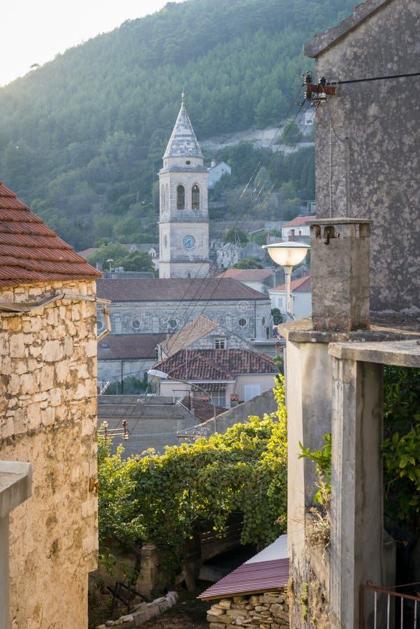 Cidade de Smokvica na opinião regional da ilha de Korcula, Croácia fotografia de stock