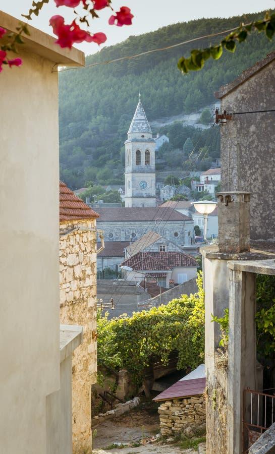 Cidade de Smokvica na opinião regional da ilha de Korcula, Croácia imagem de stock