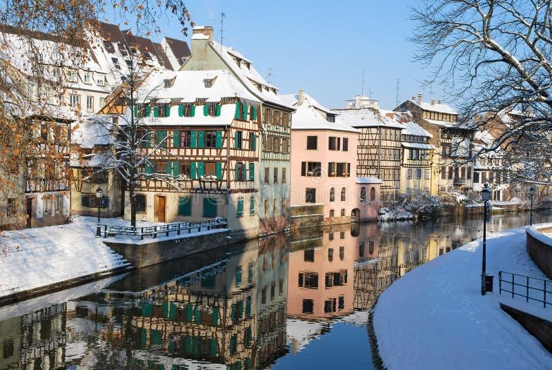 A cidade de Strasbourg durante o inverno imagem de stock