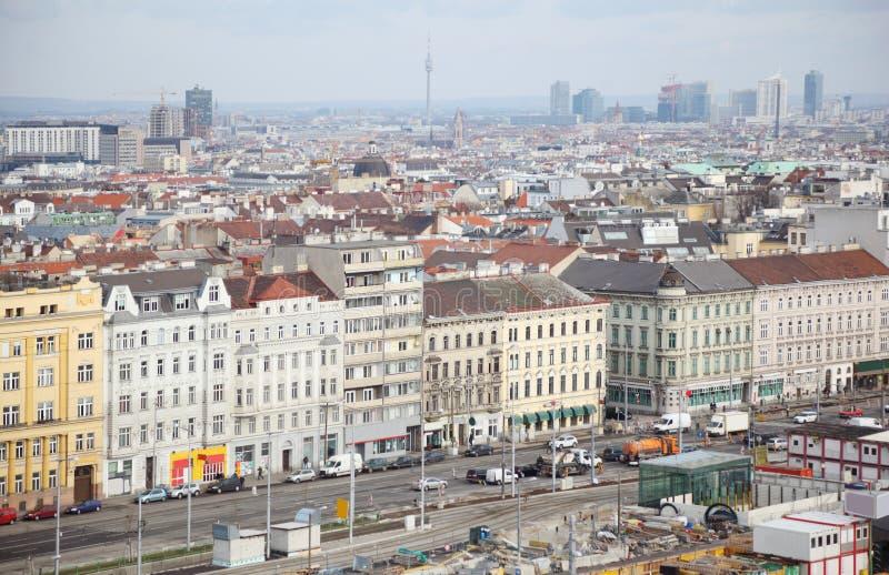 Cidade de Sudtiroler Platz no centro com carros fotografia de stock