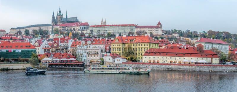 Cidade de surpresa do castelo de Praga Medievel foto de stock royalty free