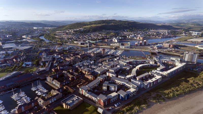 Cidade de Swansea, rio Tawe, monte de Kilvey imagem de stock