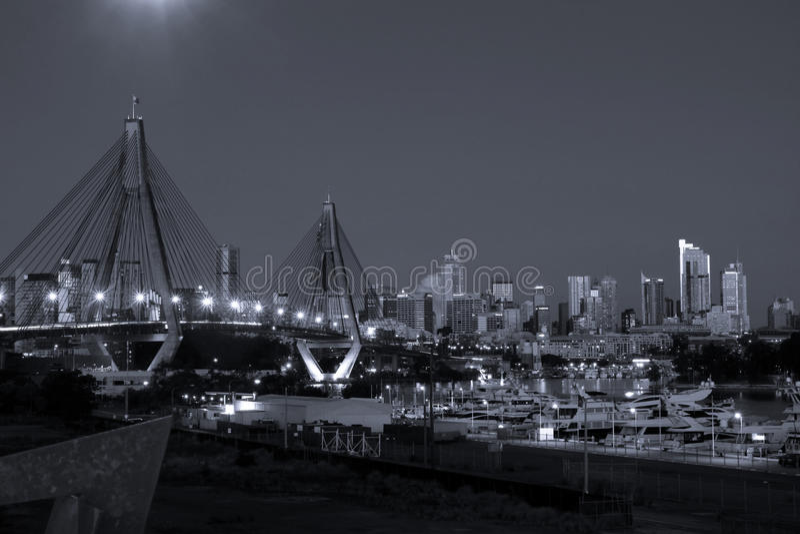 Cidade de Sydney, Austrália, na noite. imagens de stock royalty free