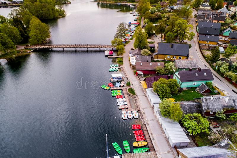 Cidade de Trakai perto do lago imagens de stock royalty free