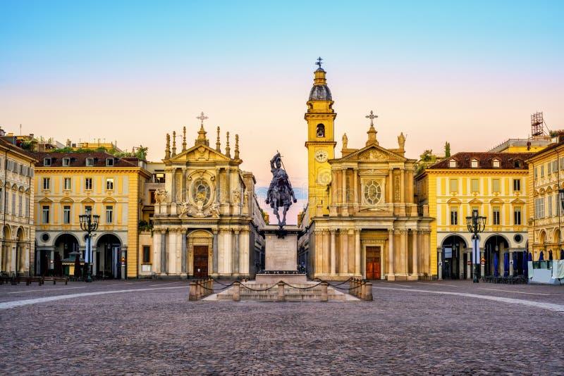 Cidade de Turin, praça San Carlo no nascer do sol, Itália imagem de stock royalty free