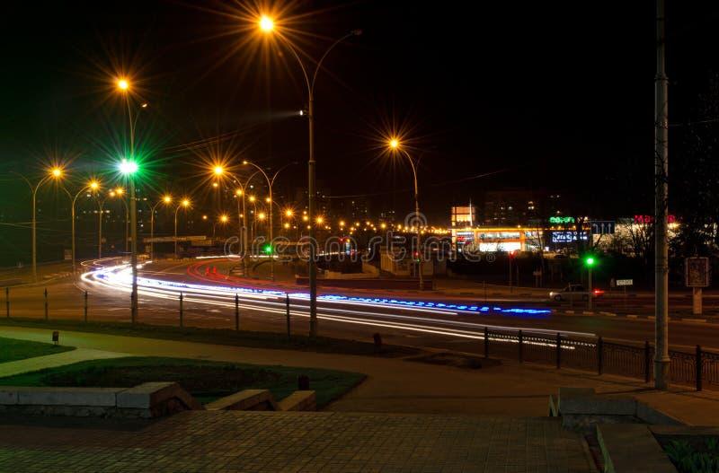 Cidade de Ucrânia Sumy da cidade da noite foto de stock royalty free